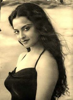 Rekha Vintage Bollywood, Indian Bollywood, Bollywood Stars, Beautiful Bollywood Actress, Most Beautiful Indian Actress, Beautiful Actresses, Indian Celebrities, Bollywood Celebrities, Rekha Actress