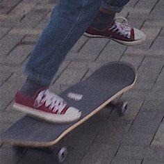 skater boy girl female male aesthetics aesthetic fashion style park skateboard pose vibes fun for boys 𝐸𝑚𝑖𝑙𝑖𝑎 ☁︎ Aesthetic Grunge, Aesthetic Vintage, Aesthetic Anime, Aesthetic Clothes, Grunge Photography, Photography Music, Aesthetic Photography Grunge, Urban Photography, Lifestyle Photography