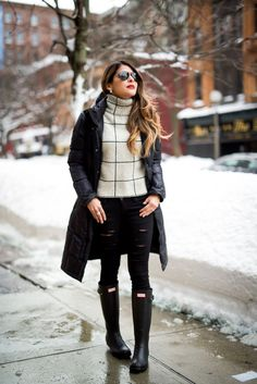 Discover this look wearing Black Hunter Boots, Beige Striped Sheinside Sweaters - Snow Day by PamHetlinger styled for Casual, Everyday in the Winter Winter Mode Outfits, Winter Fashion Outfits, Autumn Winter Fashion, Bootfahren Outfit, Snow Outfit, Outfit Winter, Casual Winter, Hunter Boots Outfit, Black Hunter Boots