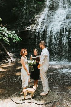 wedding beauty couple This adventurous couple hiked 30 minutes to Machine Falls in Tullahoma, Tennessee to get married on a heart shaped rock beneath a waterfall. Elope Wedding, Wedding Couples, Elopement Wedding, Wedding Ideas, Wedding Posing, 1920s Wedding, Paris Wedding, Elopement Dress, Unique Wedding Venues