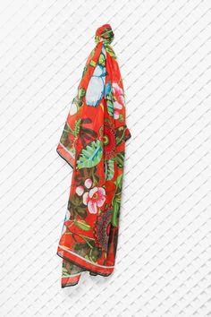 http://www.catbibi.com/fr/desigual/15995-foulard-rectangle-urban.html#primary_block