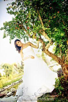 Il reportage di matrimonio a Brescia (BS). Contatta il fotografo. Il giorno del matrimonio è uno dei momenti più importanti della vostra vita di coppia dalla posa alla spontaneità del reportage, affidati a professionisti. http://fotopopart.it Eleganza e passione dal 1968