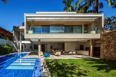 Contemporary Residence With Pool, São Paulo, March by Reinach Mendonça Arquitetos Associados in MG Residence is a modern dwelling that welcomes its inhabitants. Bungalows, Future House, My House, Ideas De Piscina, Design Exterior, Home Fashion, Style At Home, My Dream Home, Modern Architecture