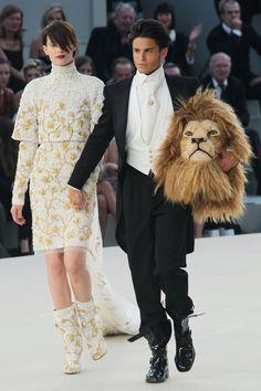 Le défilé Chanel haute couture automne-hiver 2010-2011