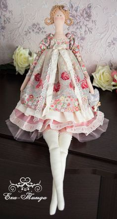 Our goal is to keep old friends, ex-classmates, neighbors and colleagues in touch. Doll Crafts, Sewing Crafts, Christmas Sketch, Tilda Toy, Victorian Dolls, Soft Dolls, Anna Dolls, Sewing Dolls, Ribbon Work