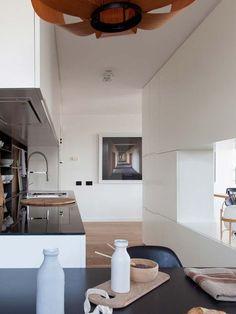 Vista de la cocina, módulo separador y zona de paso