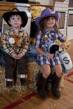 Western theme photo booth idea. Different props like cowboy hats, stuff ponies, wild flowers.