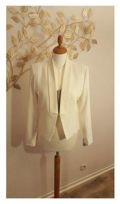 edcf4e7963ba3 Superbe blazer blanc Mango façon smoking avec revers et une coupe cintrée,  très élegant 👌