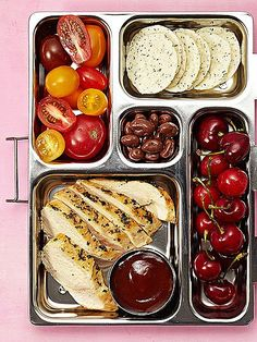 Grilled chicken bento box lunch- Stretch supper into the next day with leftover chicken with BBQ sauce, grape tomatoes, rice crackers, chocolate-covered raisins, and cherries Lunch Snacks, Clean Eating Snacks, Healthy Snacks, Bento Lunch Ideas, Work Lunches, Lunch Boxes, Lunch Box Meals, Bento Lunchbox, Snack Box