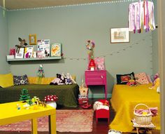 the boo and the boy: Vintage/eclectic kids' rooms  You have done this layout before but without the shelf.