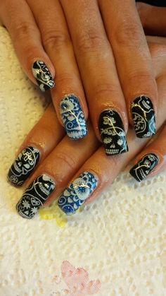 Schwarz und glitter Blau mit gestempelte Totenköpfe