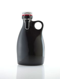 Stoneware Growler Kids Bottle, Water Bottle, Beer Growler, Wine And Spirits, Bottle Design, Bauble, Pottery Ideas, Home Brewing, Package Design