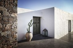 An astonishing #summerhouse in ‪#‎Syros‬ merges with the #Cycladic landscape, offering spectacular views of the Aegean. The design by BlocK722 architects evokes the traditional #architecture through the use of local #stonework #entrance