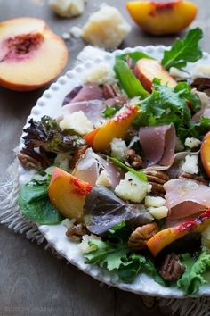 This Peach Prosciutto and Parmesan Salad is amazing! The contrast between sweet peaches, salty prosciutto and butter Parmesan is wonderful with crunch from toasted pecans, this salad can be a complete meal. Healthy Salads, Healthy Eating, Healthy Recipes, Homemade Ham, Clean Eating, Eat This, Rabbit Food, Spinach Salad, Summer Salads