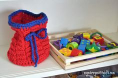 My Merry Messy Life: Crochet Toy Basket or Bag - Basket Weave Stitch {free crochet pattern}