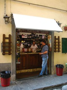 One of the oldest panini place in Florence, just around the corner from the Duomo and Piazza della Signoria: I Fratellini. Florence Hotels, Florence Italy, Vacation Apartments, Sandwich Shops, Like A Local, Around The Corner, Italy Travel, Tuscany