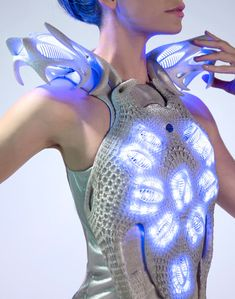 Created by Anouk Wipprecht, the Synapse dress reacts to bio signals and translates them into lightwww.SELLaBIZ.gr ΠΩΛΗΣΕΙΣ ΕΠΙΧΕΙΡΗΣΕΩΝ ΔΩΡΕΑΝ ΑΓΓΕΛΙΕΣ ΠΩΛΗΣΗΣ ΕΠΙΧΕΙΡΗΣΗΣ BUSINESS FOR SALE FREE OF CHARGE PUBLICATION