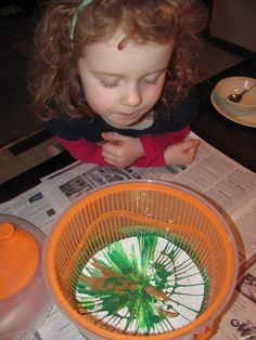 spin art using a salad spinner - Perfect for the cheapy salad spinner I was about to get rid of!