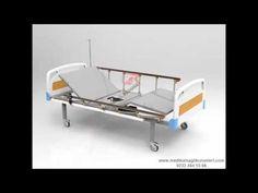 Lazımlıklı hasta karyolası   2 motorlu, elektrikli kumandalı yapısı ile sırt ve ayak bölgesel hareketlerini kolayca gerçekleştirebileceğiniz bir ürün ve karyola tablasında bulunan sürgü ve delik sayesinde hastanızı yatağından kaldırman tuvalet ihtiyacını giderebileceği elektrikli tuvaletli hasta karyolası modelidir. 4 parçalı ortopedik lazımlıklı hasta yatağı ile satın alabilirsiniz.