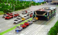 China Has Built A Bus That Actually Drives OVER Traffic. It's Both Genius And…