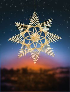 Doppelter Strohstern Weihnachten                                                                                                                                                                                 Mehr Straw Weaving, Paper Weaving, Weaving Art, Basket Weaving, Straw Decorations, Christmas Decorations, Bonnet Rose, Holiday Crafts, Christmas Crafts