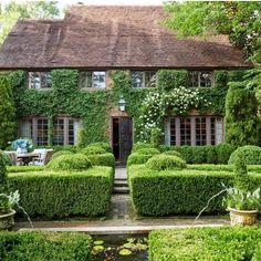 Casa Tudor, Timy Houses, Tennessee, Veranda Magazine, Southern Cottage, Tudor Style Homes, 1920s House, Garden Design Plans, Garden Entrance