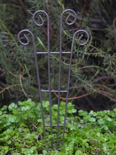 Miniature FAIRY GARDEN Accessories ~ Rusty Brown Metal Trellis Pick ~ NEW