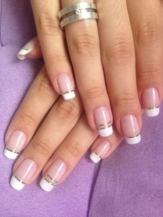 Francesinha com strass e fita dourada manicure e pedicure unhas simples decoradas, unhas decoradas delicadas French Manicure Nails, Manicure E Pedicure, French Tip Nails, Short Nails Art, Long Nails, Nail Art Strass, French Nail Designs, Bridal Nails, Cute Acrylic Nails