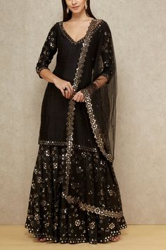 Find most amazing black lehenga designs for your bridal parties here and bold your beauty. Check the exclusively curated list of latest black lehengas. Sharara Designs, Lehenga Designs, Kurti Designs Party Wear, Pakistani Dress Design, Pakistani Dresses, Indian Dresses, Pakistani Suits, Pakistani Fashion Party Wear, Black Pakistani Dress