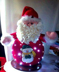 Aprende cómo hacer espectaculares muñecos navideños con luces de navidad ~ Mimundomanual Christmas Fabric, Vintage Christmas, Christmas Bulbs, Christmas Crafts, Christmas Decorations, Xmas, Holiday Decor, Dyi Crafts, Soft Sculpture