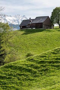 Frühling im Appenzellerland. Bauernhaus auf der Hundwiler Höhi. Bild: Monika Schmid.