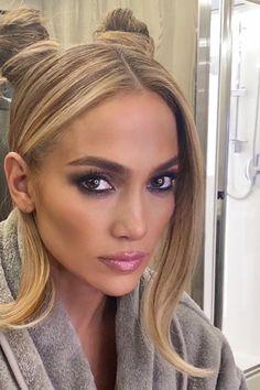 Space Buns, Kourtney Kardashian, Makeup Makeover, Jennifer Lopez, My Hair, Cool Outfits, Hair Color, Make Up, Beauty