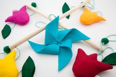 Baby-Mobile *Tulpen im Wind* Mobiles, Baby Mobile, Beautiful Homes, Crafty, Christmas Ornaments, Holiday Decor, Home Decor, Tulips, House Of Beauty