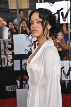 50 Best Eye-Catching Long Hairstyles for Black Women Rihanna curly updo Black Bridesmaids Hairstyles, Black Wedding Hairstyles, Homecoming Hairstyles, Black Girls Hairstyles, Urban Hairstyles, Formal Hairstyles, Afro Hairstyles, Bride Hairstyles, Straight Hairstyles Prom