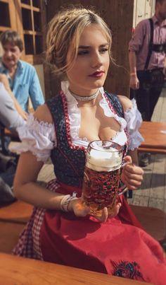 German Women, German Girls, Octoberfest Girls, Drindl Dress, Beer Maid, Oktoberfest Outfit, Hot Country Girls, Beer Girl, Gorgeous Blonde