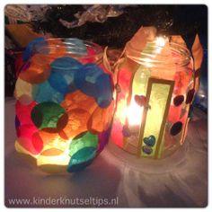 De gezelligste kerstlichtjes maken je kinderen zelf! www.kinderknutseltips.nl. #knutselen #knutseltip #kerst