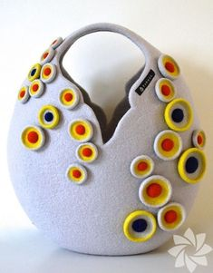 Amazing Felt Creations by Atsuko Sasaki Design Fashion + Trends Felt Crafts, Fabric Crafts, Felt Ball Rug, Felt Purse, Wet Felting, Felt Art, Felt Ornaments, Felt Flowers, Wool Felt