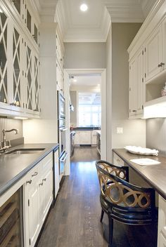 butler's pantry combined with desk area - could be place for cookbooks too?