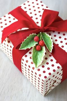 56 Genius Gift Wrapping Ideas to Try This Holiday Season Noel Christmas, Best Christmas Gifts, All Things Christmas, Christmas Presents, Holiday Gifts, Christmas Crafts, Christmas Ideas, Christmas Packages, Homemade Christmas