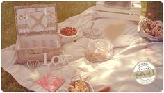 Picnic is always the most romantic theme for an engagement / wedding shooting. Ph Luigi De Gregorio http://www.brideinitaly.com/2013/10/luigidegregorio-picnic.html #italianstyle