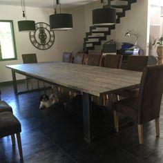 Fabriqué dans nos atelier cette table de salle a manger avec ces mesure impossante pourra vous seduire.