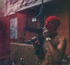 Jeune homme cagoule tenant une arme et une cigarrette a la main gauche. Aesthetic Eyes, Aesthetic Songs, Aesthetic Girl, Hippie Wallpaper, Rap Wallpaper, Flipagram Instagram, Black And White Instagram, Gangsta Tattoos, Cigarette Girl