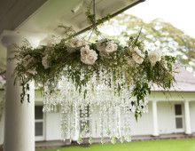 crystal-flower-haku-chandeleir-wedding-ceremony-decor