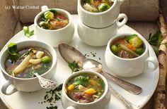 Wintergemüsesuppe mit Rindfleisch und Gewürzen
