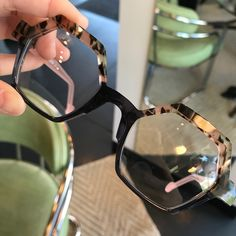 Eclectic Eye is proud to carry the beautiful frames of Anne et Valentin. These handmade frames showcase the true artistry of eyewear. Funky Glasses, Cool Glasses, Glasses Frames, Theo Eyewear, Fashion Eye Glasses, Four Eyes, Optical Glasses, Eye Jewelry, Sunglass Frames