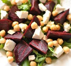 Recette : Salade de betteraves, pois chiches et feta. Recipe: Beet salad, chickpeas and feta cheese. Detox Recipes, Summer Recipes, Salad Recipes, Vegan Recipes, Thanksgiving Salad, Beet Salad, Eat To Live, Entrees, Good Food