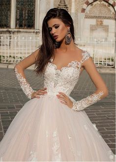 Buy discount Gorgeous Tulle Scoop Neckline Ball Gown Wedding Dress With Lace Appliques & Handmade Flowers & Beadings at Magbridal.com