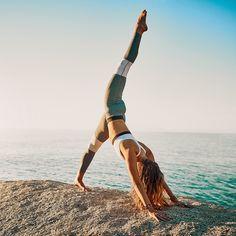 TR90 ist ein 90-tägiges Gewichtsmanagementprogramm, das Kopf und Körper in Balance bringt und dir so hilft, ein besseres Aussehen zu erhalten 🧘🏻♀️ Dieses innovative Programm motiviert dich und unterstützt dich dabei, deine Ziele zu erreichen, indem auf die Ursachen gezielt wird, die zwischen dir und deiner idealen Figur stehen 💃🏻 Dieses Gewichtsmanagementsystem basiert auf exklusiver Wissenschaft, die dir hilft, motiviert zu bleiben, während du darauf hinarbeitest, das ganze Potenzial… Fitness Workouts, Yoga Fitness, Alo Yoga, Yoga Position, Ways To Manage Stress, Relaxing Yoga, Workout Regimen, Outdoor Workouts, Yoga Benefits