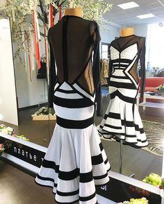 Вполне взрослое сочетание для маленьких красавиц. Строгие линии. Кстати, очень динамичная юбка с особым секретиком) кто знает о чем речь?))) #платьетвоеймечты#kozlova_official #details #latina #юниоры1