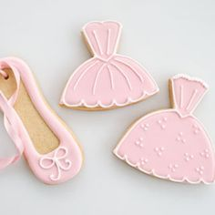 I have made a tutorial inspired by the ballerina cookies that I made last year. These sweet ballerina cookies are perfect for a ballet or dress up party. You could use the tutu cookies as pretty gowns instead. Wrap a single cookie in a cellophane bag for a sweet party favor. I hope that you…   [read more...]